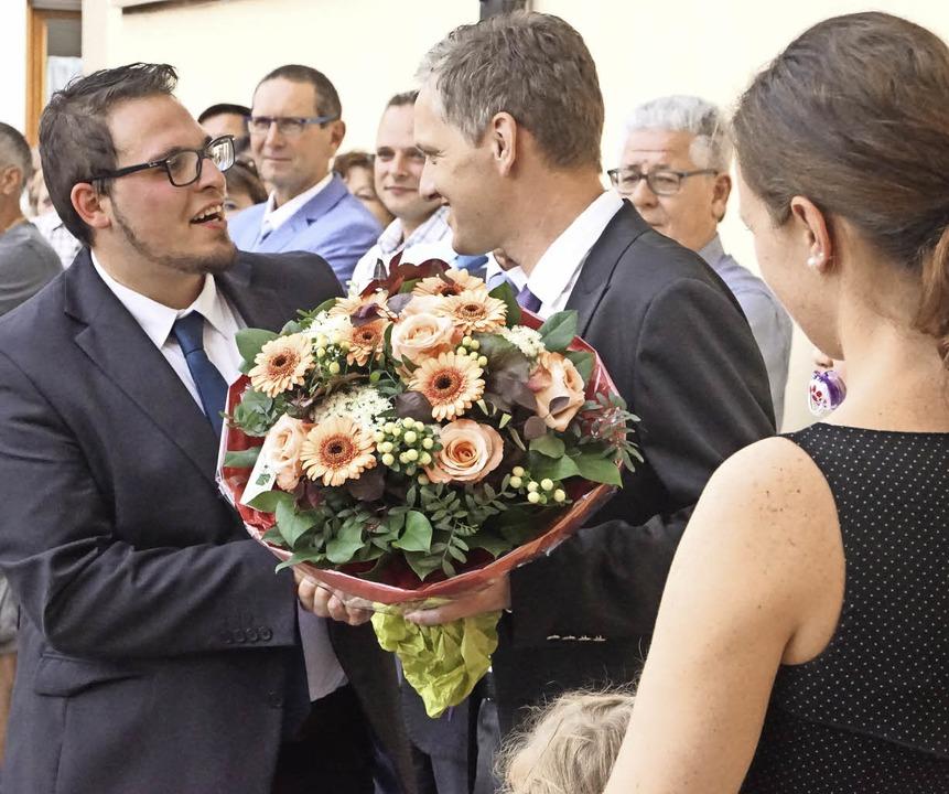 Raphael Pfaff (links) gratuliert Wahlsieger Ferdinand Burger.   | Foto: ILona Hüge