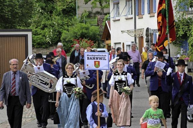 Mit Marschmusik durch Wollbach und die Weiler