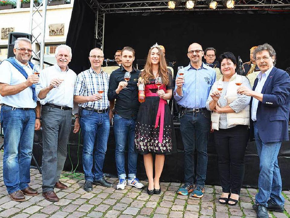 Vorstandsmitglieder der Werbegemeinsch...Breisgauer Weinprinzessin Lena Grodel.