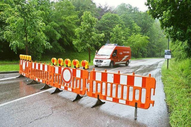 Starkregen macht Straßen unpassierbar – Feuerwehr im Einsatz