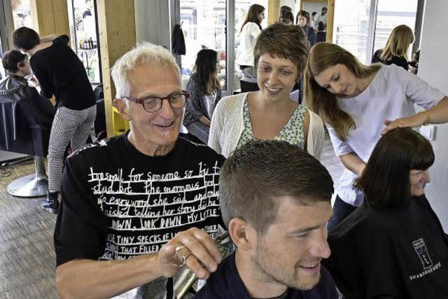 Friseure frisieren 4300 Euro für die Freiburger Straßenschule zusammen