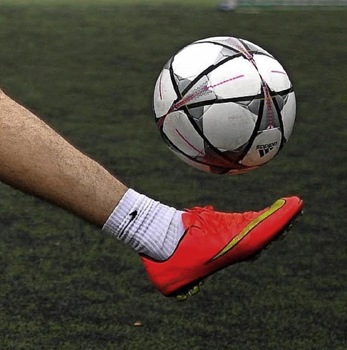 Talent beim Kicken bewiesen unter ande...Schützen, Tauzieher und Schachspieler.  | Foto: dpa