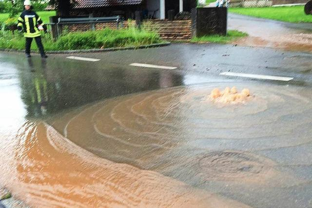 Starkregen und Hagel setzen Weitenau unter Wasser