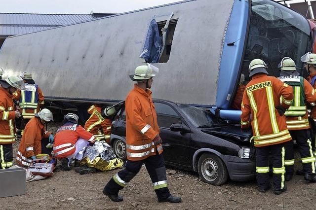 Spektakuläre Übung: Busunfall mit vielen Verletzten