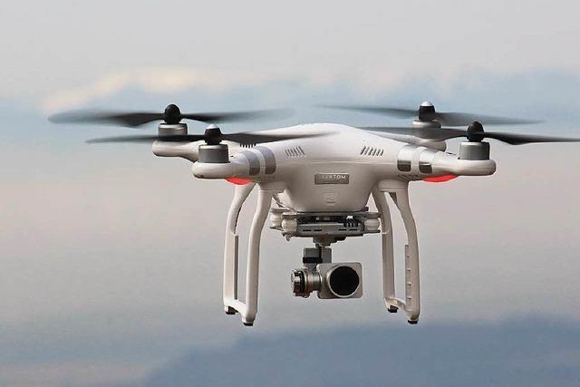 Drohne stürzt auf den Rottweiler Aufzugstest-Turm