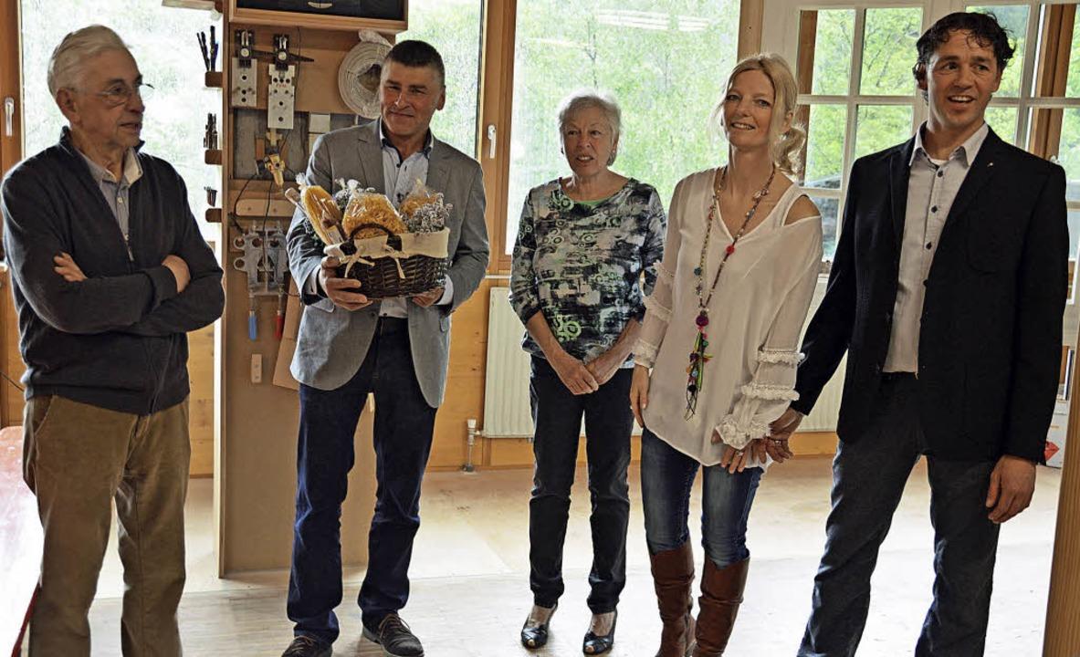 Ortsvorsteher Martin Rudiger (Zweiter ...thur, Mathilde, Anja und Jörg Lorenz.   | Foto: Gerhard Lück