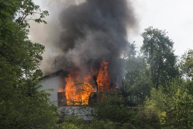 Brand in Mehrfamilienhaus in Schweighof – zwei Personen verletzt