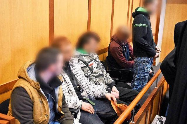 Flüchtling bewusstlos geschlagen: Täter vor Gericht