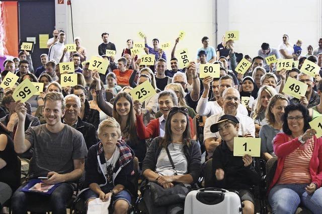 300 Besucher bieten bei der Lufthansa-Kofferauktion um die Wette