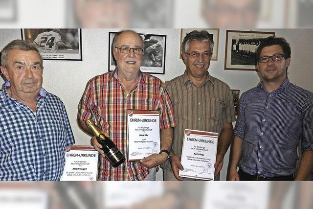 FV Altenheim ehrt drei langjährige Mitglieder