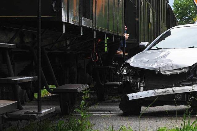 Unfall mit Museumsbahn: Autofahrer übersieht Signal