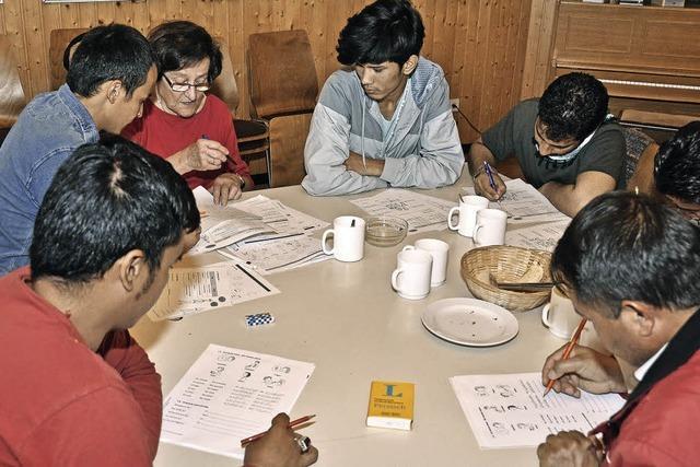 Breisacher und Flüchtlinge lernen sich im Café der Kulturen kennen