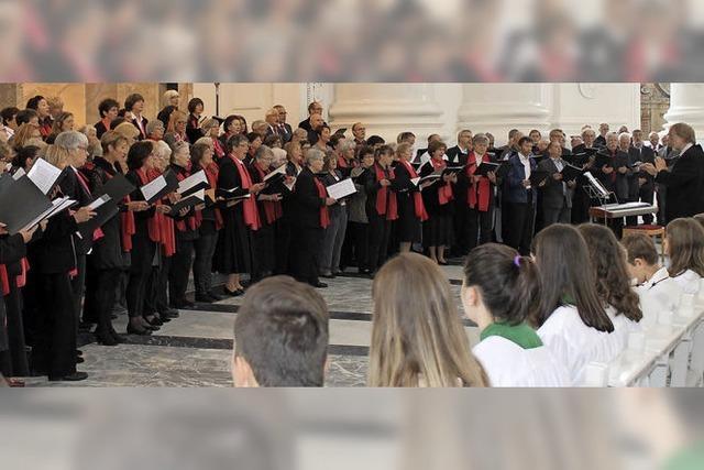 Feier mit riesigem Chor