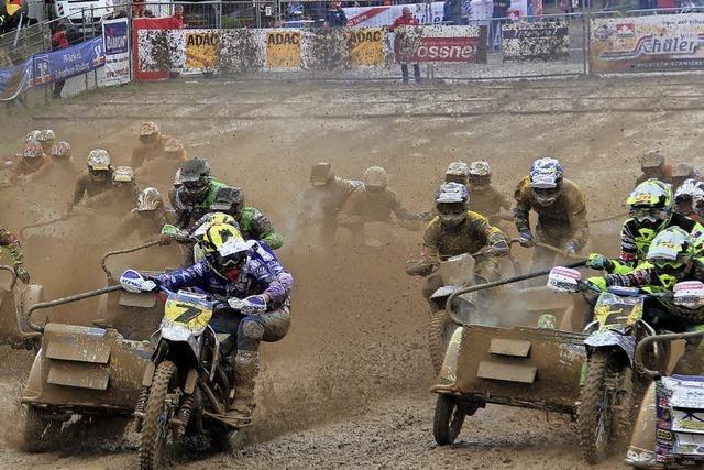 Aufgeweichte Piste macht Schopfheimer Motocross zur Schlammschlacht