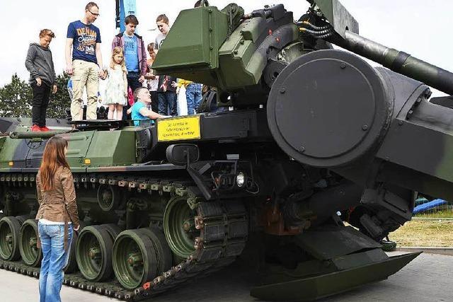 Bundeswehr lässt Kinder in Stetten mit Waffen hantieren