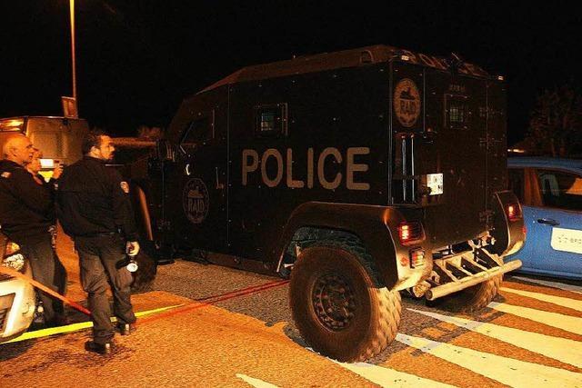 Drei Tote nach Polizistenmord und Geiselnahme bei Paris