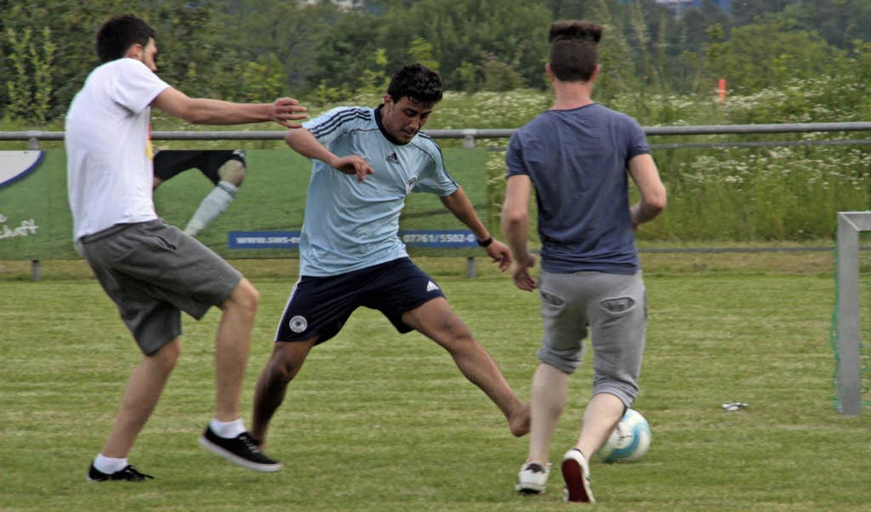 Das Fußballtraining mit Flüchtlingen d...Obersäckingen war ein voller Erfolg.    | Foto: Jörn Kerckhoff