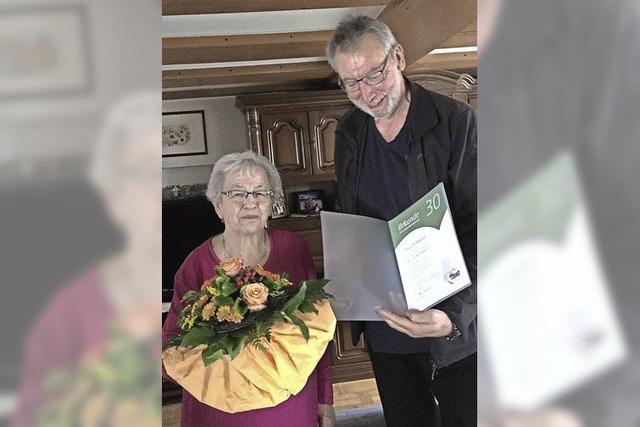Ehrenurkunde für Lina Specker