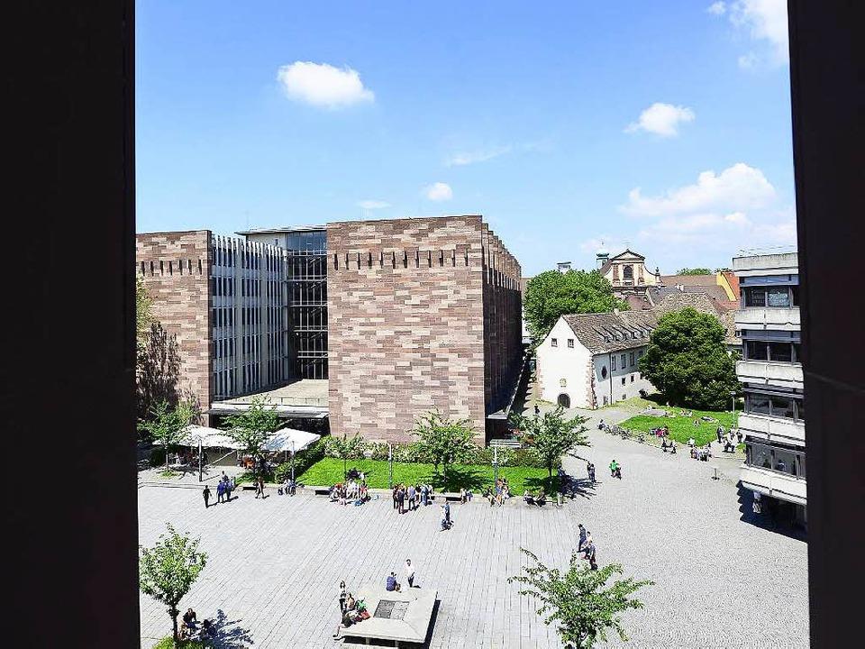 Der Platz der Weißen Rose im Uni-Innen...r Baustelle für das KG II gebraucht.      Foto: Ingo Schneider