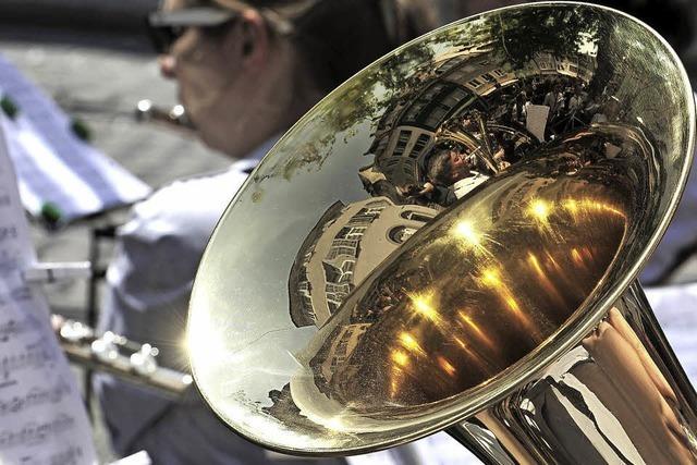 Blas- und Akkordeonmusik an vielen Orten in der Freiburger Innenstadt