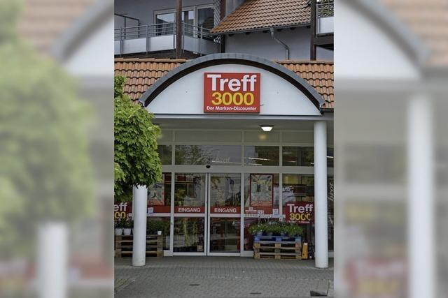 Lebensmittelmärkte und Volksbank schließen - Proteste in Ebringen