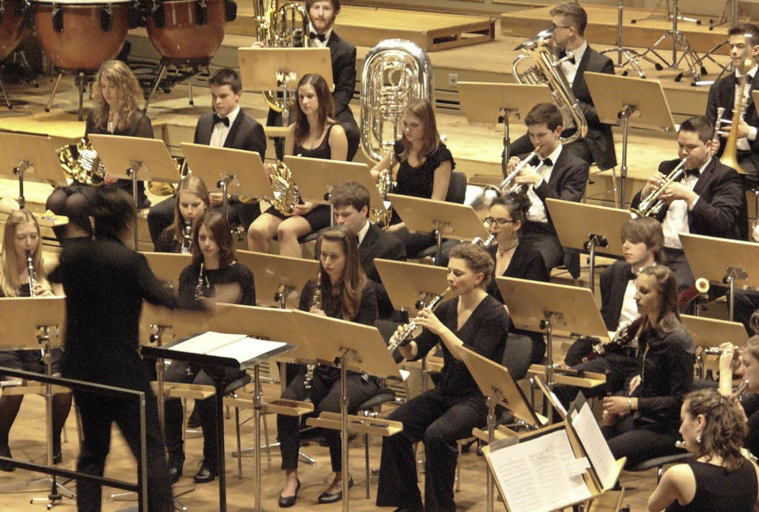 Hohes Niveau: Felix Hauswirth dirigier...ugendblasorchester Baden-Württemberg.   | Foto: Pro