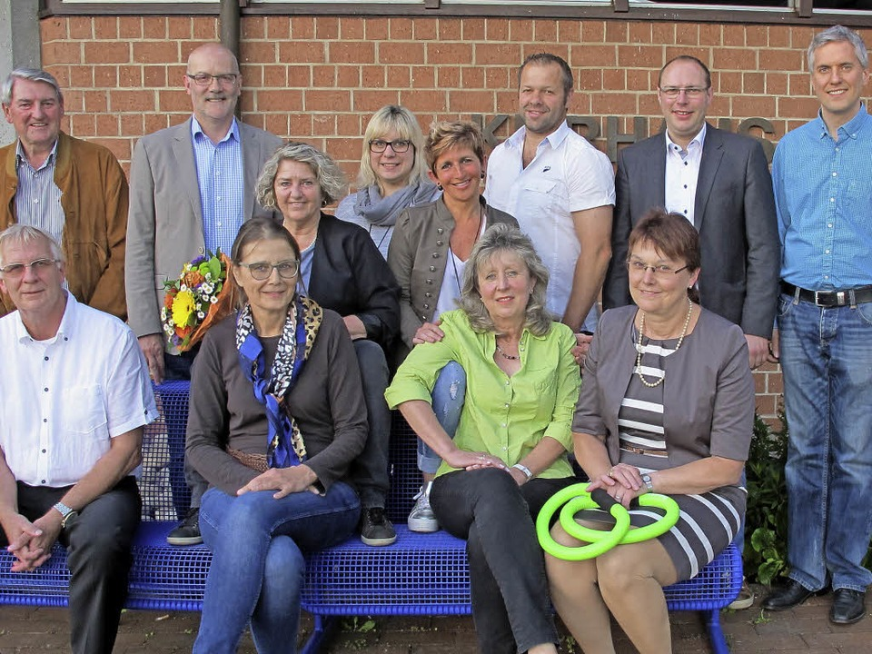 Ausscheidende und neue Vorstandsmitgli...lingen, der sich noch umbenennen will.  | Foto: Jutta Schütz