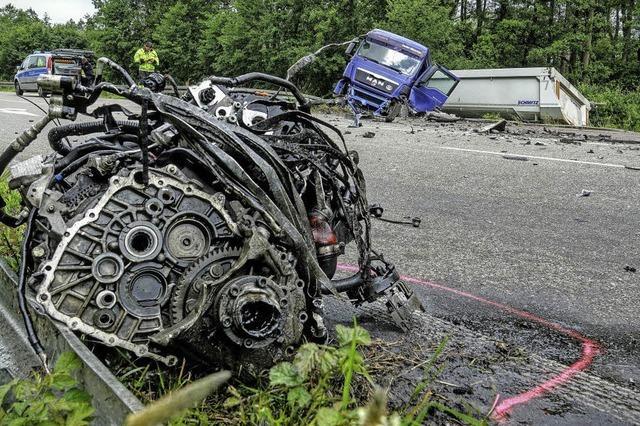 Ein Toter und Schwerverletzte bei mehreren Unfällen