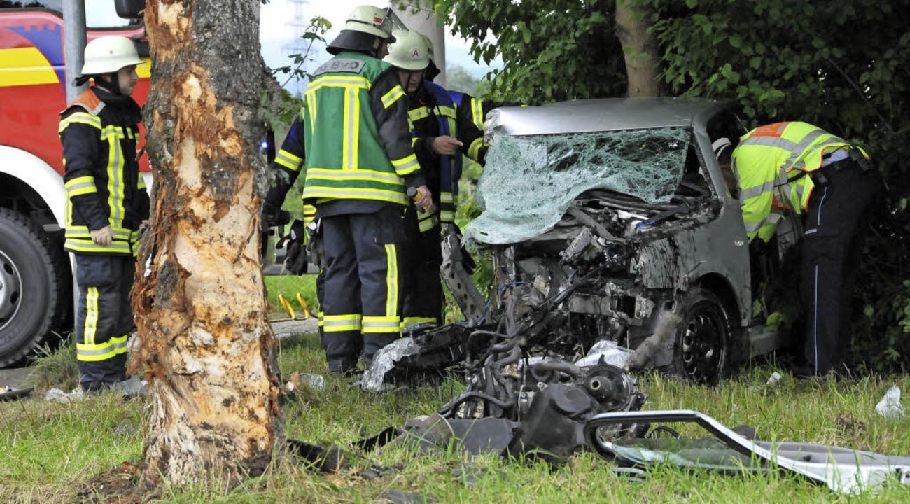 Bei Offenburg prallte eine VW-Fahrerin auf einen Baum.     Foto: H. Seller