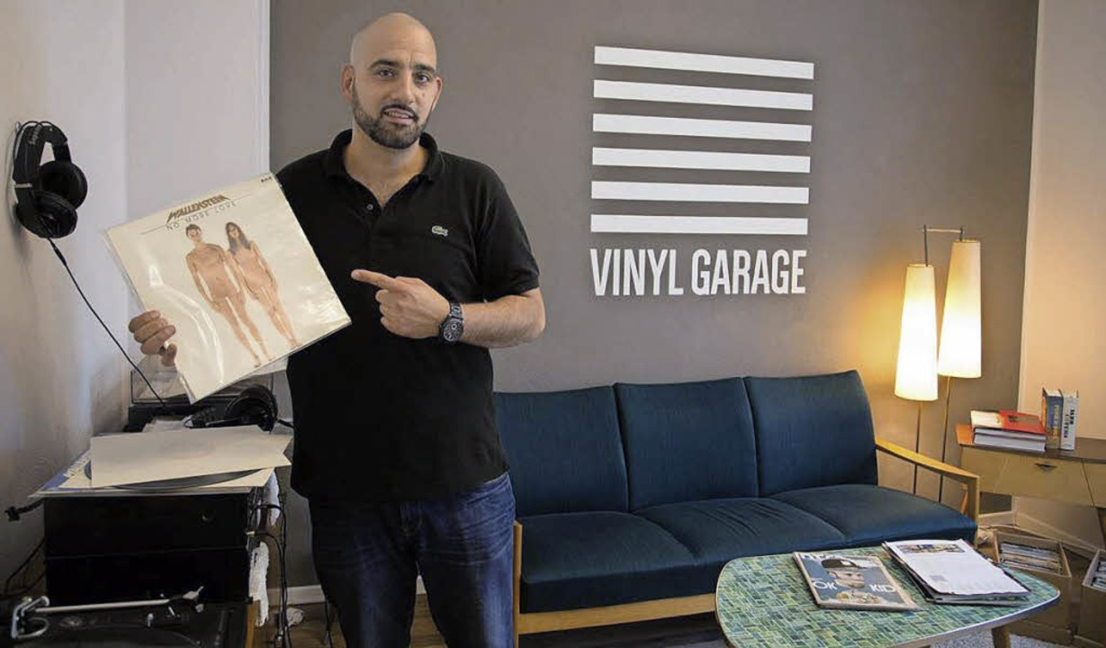 Claudio Esposito in der Vinyl Garage, seinem ersten Ziel in Mönchengladbach.   | Foto:   Philipp Hesse
