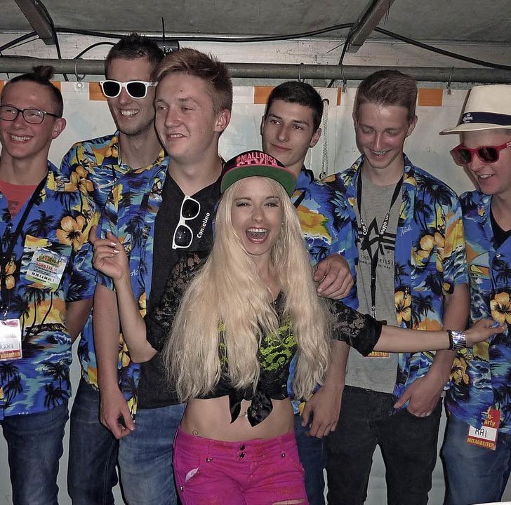 Mia Julia und ihre Fans    Foto: Leonie Meyer