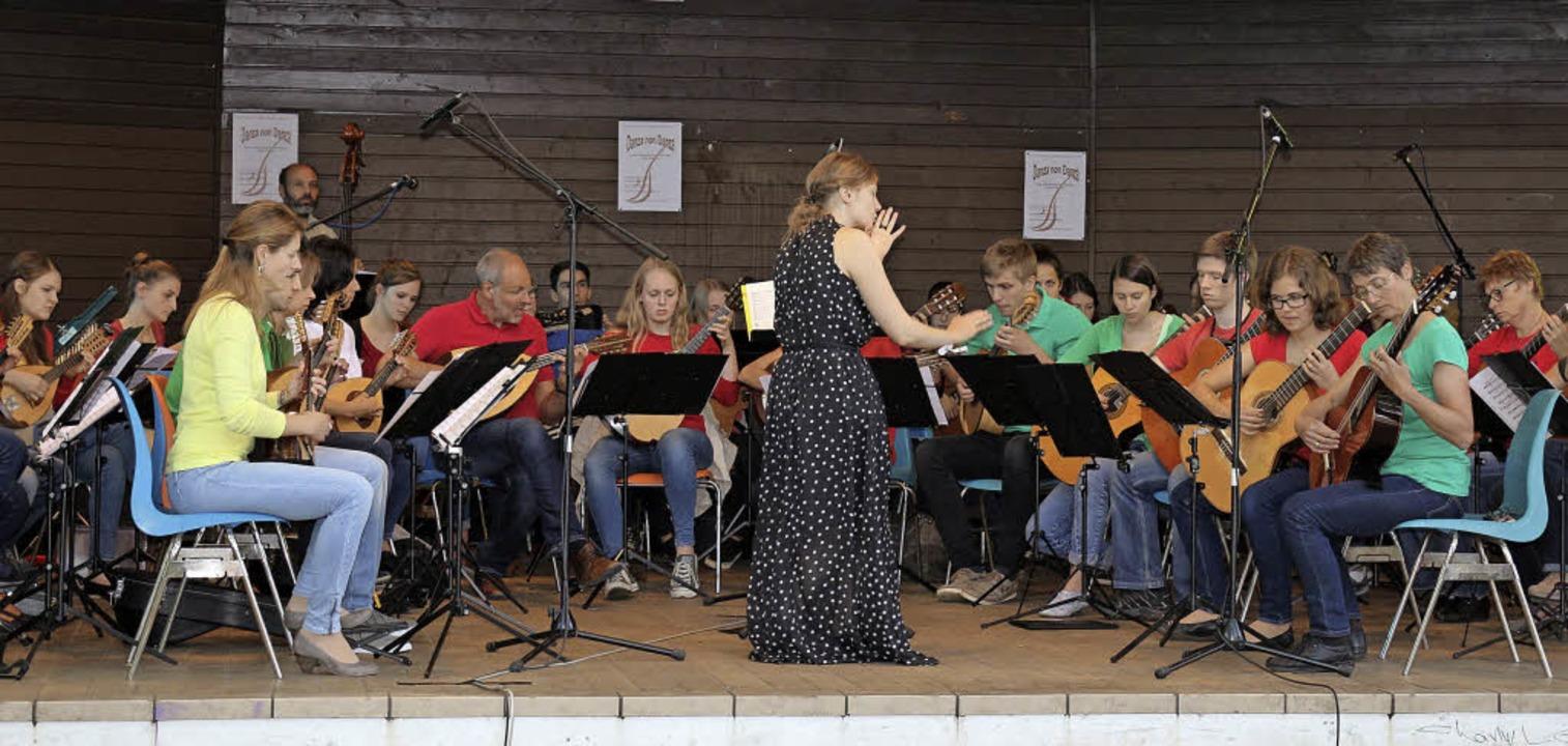 Heiße Rhythmen bot der Mandolinenverei...im Pavillon an der Schlettstadtallee.   | Foto: Karin Heiss
