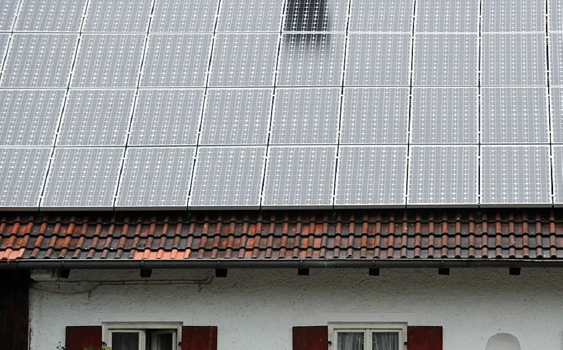Wie viele Solarzellen aufs Dach dürfen...e Mahlberger Gemeinderäte diskutiert.   | Foto: dpa