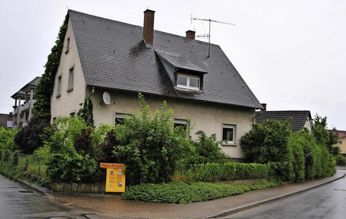 Dieses Eckgrundstück in Hugstetten sol...m Mehrfamilienhaus mit zehn Wohnungen.    Foto: manfred frietsch