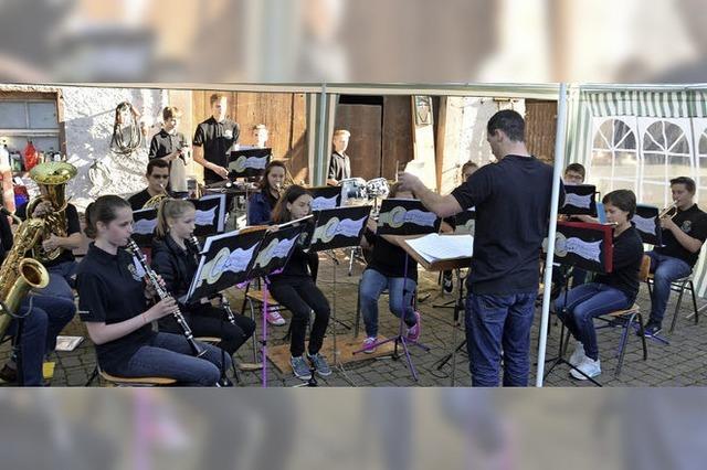 Die Nachwuchsmusiker geben Platzkonzertpremiere