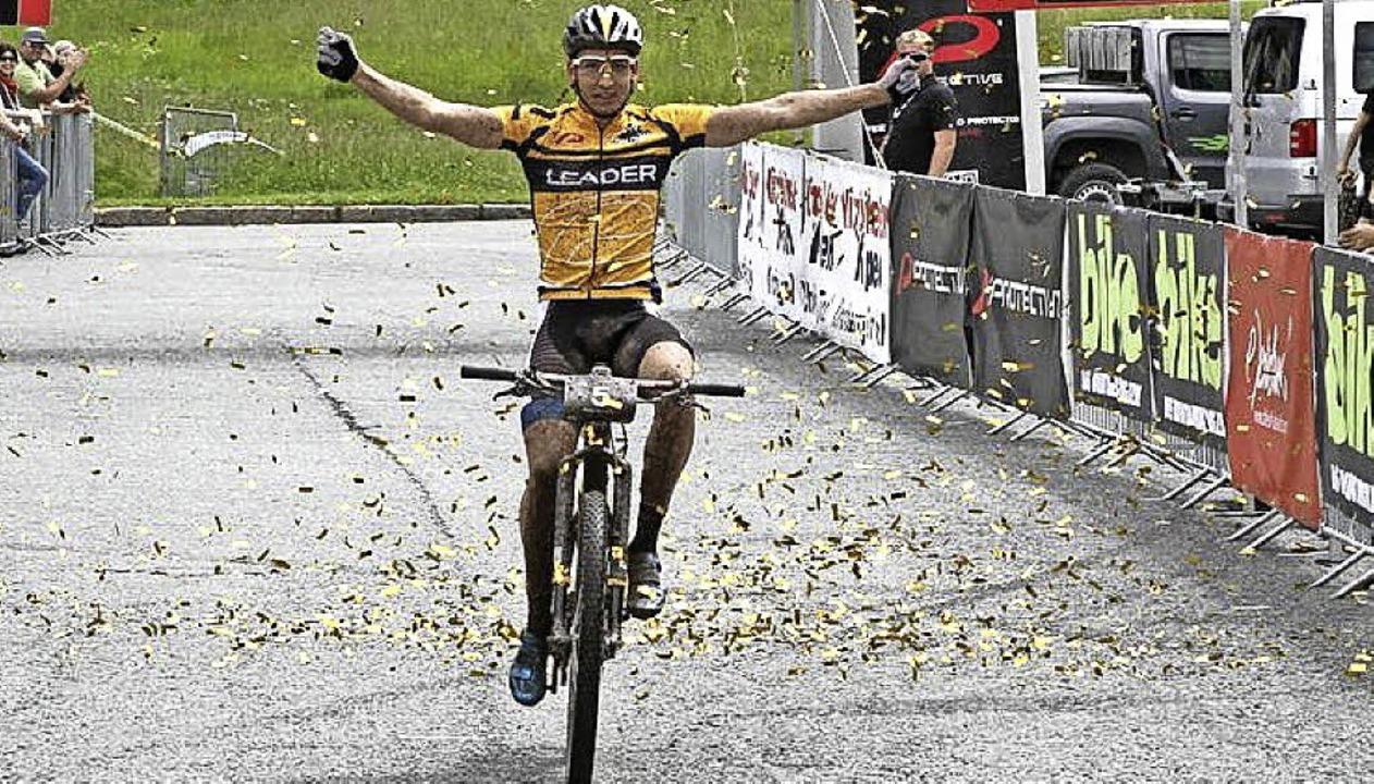 Vier Etappen, vier Siege: Mountainbiker Simon Stiebjahn   | Foto: Oliver Kraus
