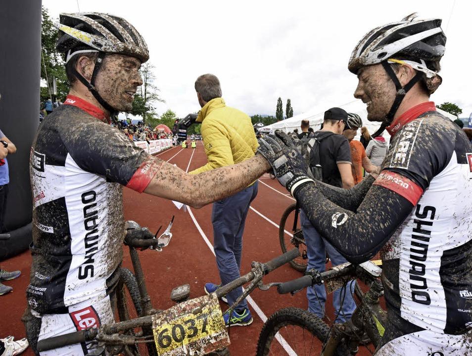 Doppelfreude: Lars Koch (links) und Da...are-Team dominierten beim Short Track.    Foto: Patrick Seeger