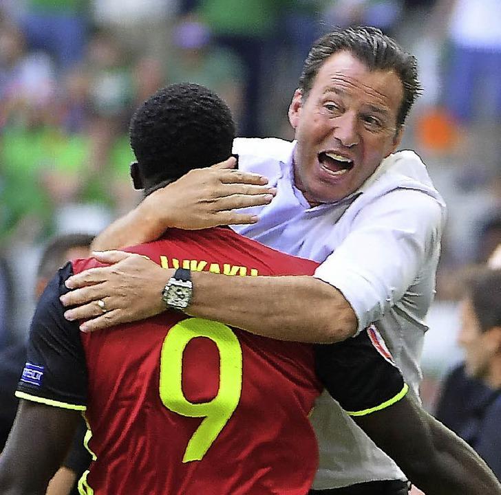 Beste Freunde: Belgiens Coach Marc Wilmots (rechts) und Angreifer Romelu Lukaku     Foto: afp