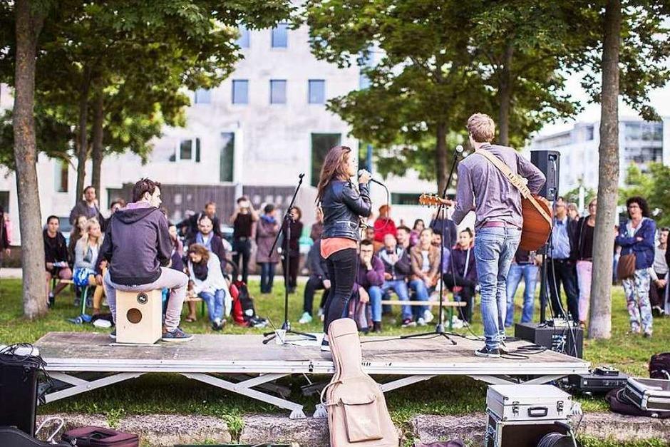 """Eschholzpark, Goetheplatz, Schlossberg, Mensabar, Alter Wiehrebahnhof und Co: Bei """"Freiburg stimmt ein"""" hat sich die Stadt in eine große Open-Air-Bühne verwandelt. (Foto: Janos Ruf)"""