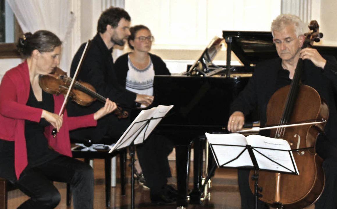 Die Geigerin Muriel Cantoreggi, der Ce...es Konzert im Klostersaal St. Blasien.  | Foto: Margrit Matyscak