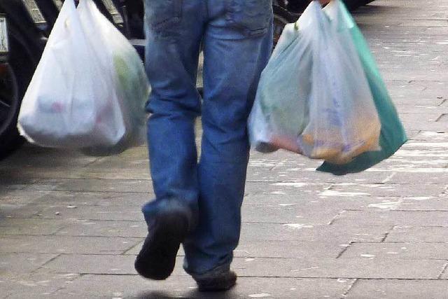 Plastik oder Papier: Wie gehen Lörrachs Händler mit der Tütenfrage um?
