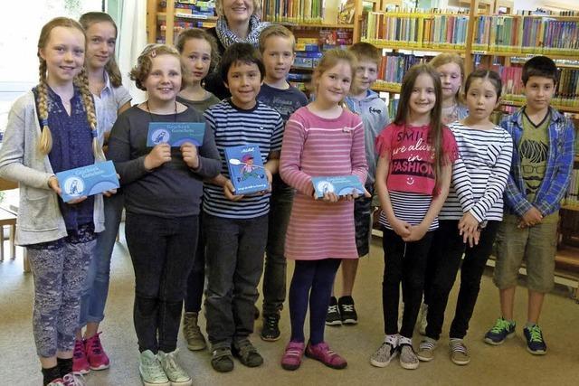 Begabte, junge Leseratten