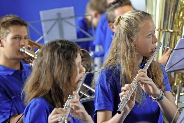 Kinder lassen sich fürs Musizieren begeistern