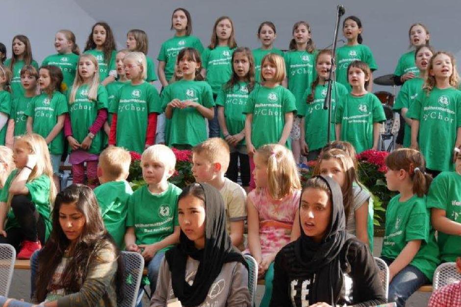 Kinder der Weihermattenschule und der Hans-Thoma-Gemeinschaftsschule sorgten für gute Stimmung im Schlosspark in Bad Säckingen. (Foto: Marion Rank)