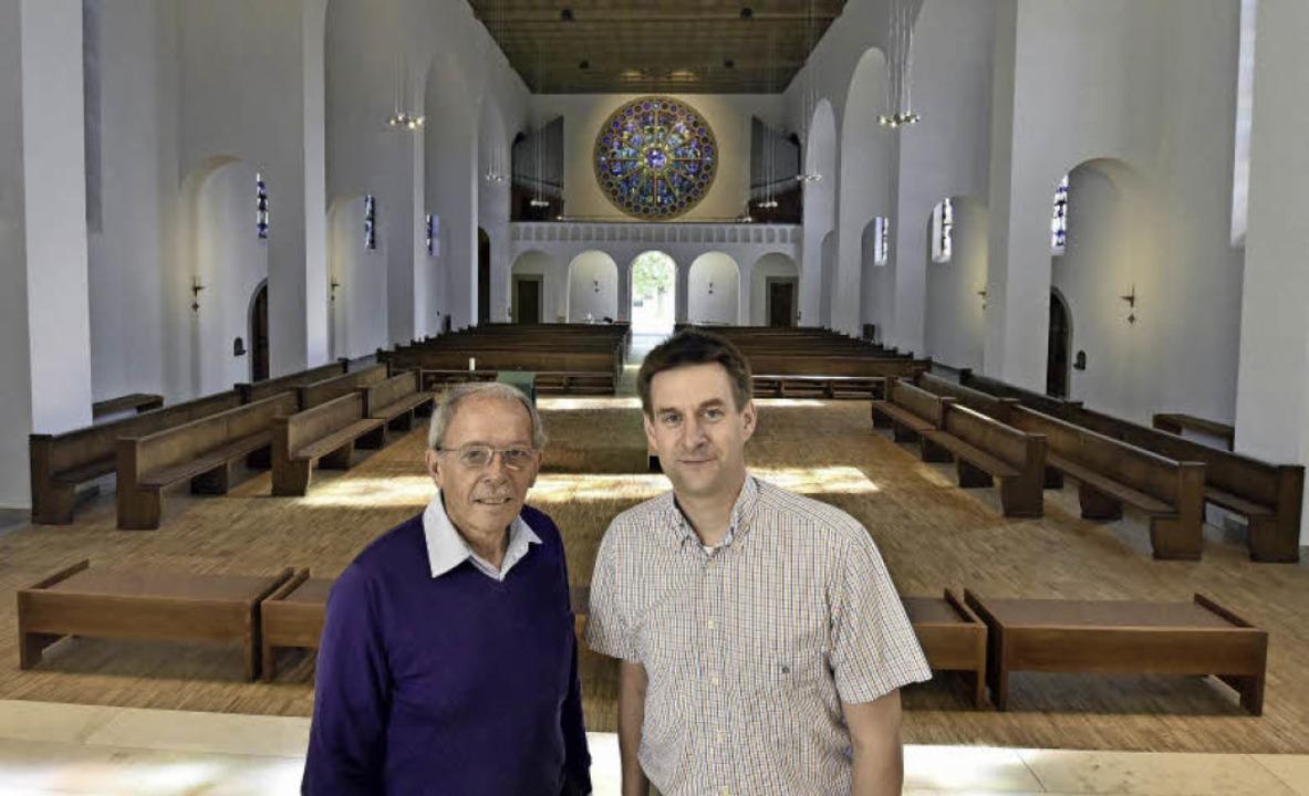 Der Blick vom früheren Altarbereich Ri...nd Rolf Lehmann vom Pfarrgemeinderat.   | Foto: Michael Bamberger (2)