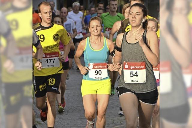 Mehr als 1000 Läufer rennen durch Emmendingen