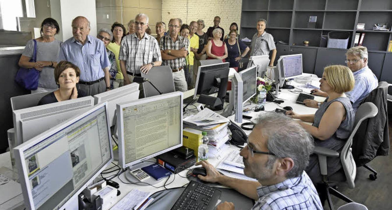 Zu Gast bei den Nachrichtenmachern: Le... in den neuen Redaktionsräumen der BZ.  | Foto: Michael Bamberger