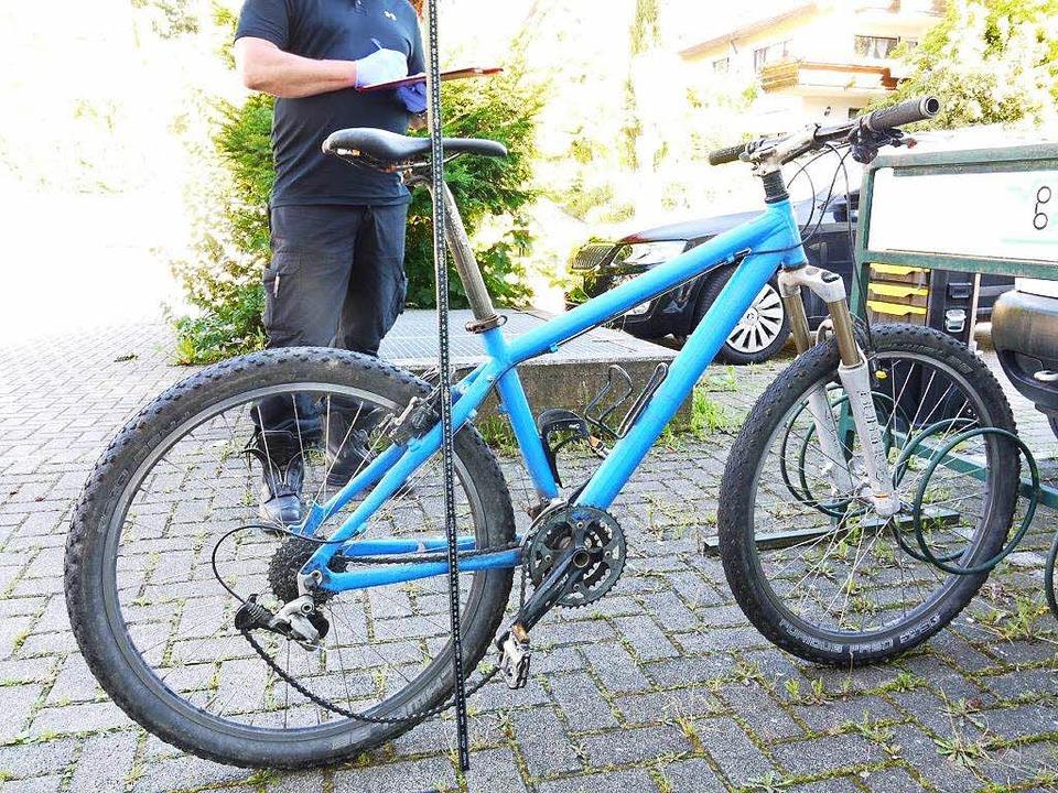 Das mutmaßliche Fahrrad des Mannes, de...ttenheim ein Mädchen überfallen hatte.  | Foto: polizei