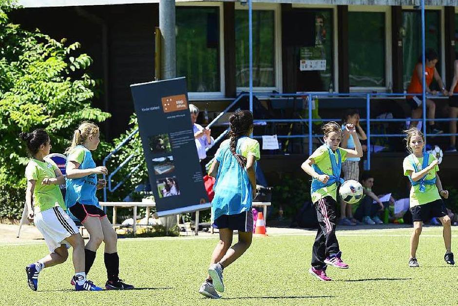"""7. """"Kick for girls""""-Mädchenfußballtag in Freiburg (Foto: Ingo Schneider)"""