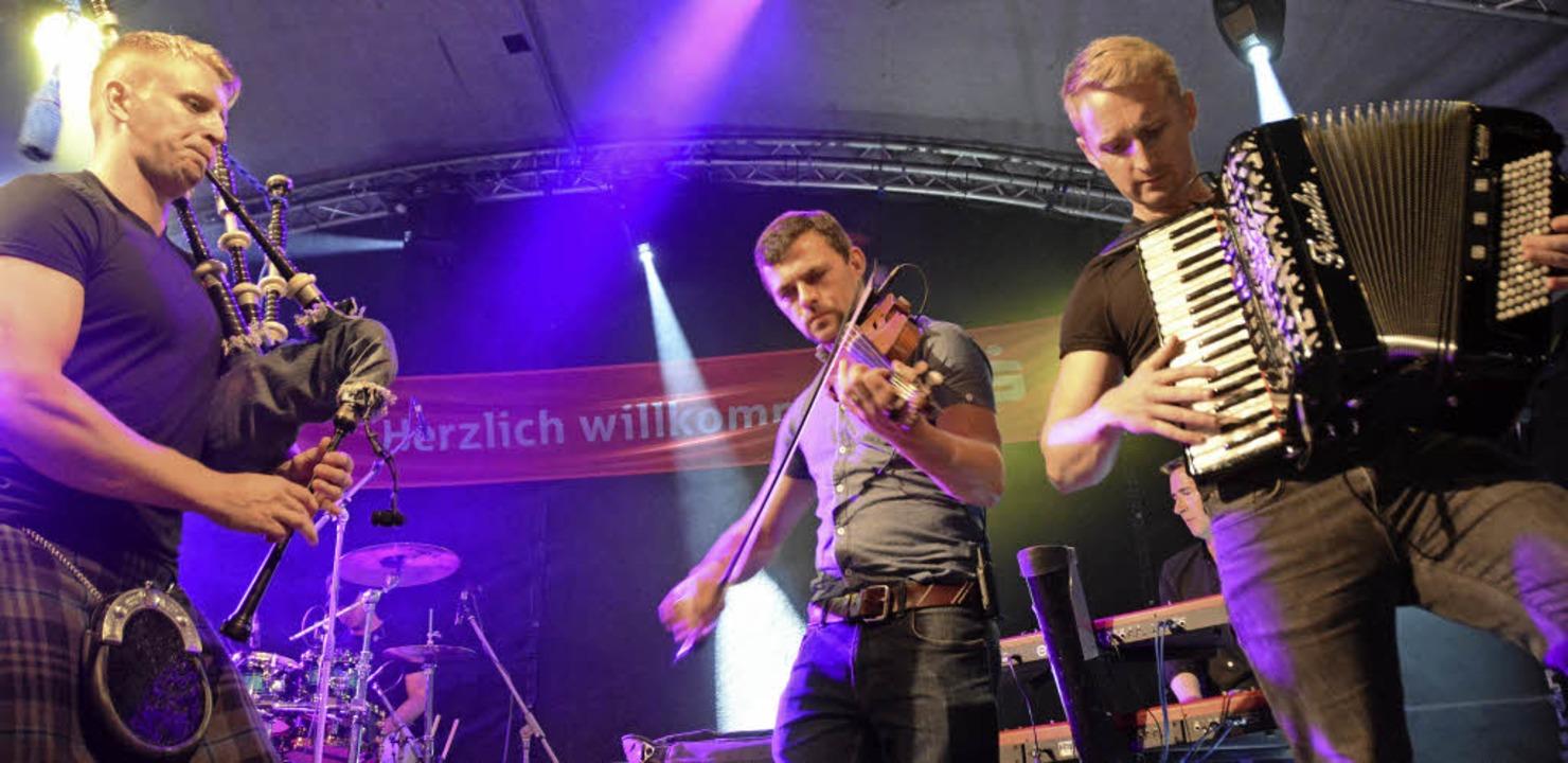 Schottische Melodien vom Feinsten: Skerryvore ließ nichts anbrennen.  | Foto: Hannes Lauber